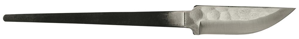 """Kuviotaottu 62""  knivblad med ricasso og hamret overflate."